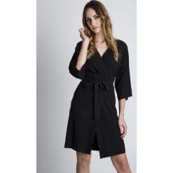 Sukienki: Czarna sukienka z dekoltem w literkę V BIALCON