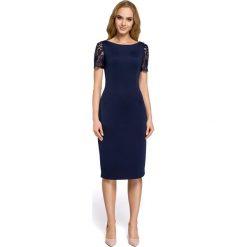 ABRIL Sukienka z dekoltem i koronką na plecach - granatowa. Niebieskie sukienki koronkowe Moe, na imprezę, w koronkowe wzory, z dekoltem na plecach, proste. Za 159,90 zł.