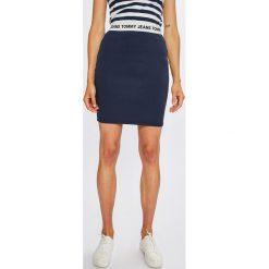 Tommy Jeans - Spódnica. Szare minispódniczki Tommy Jeans, s, z dzianiny, z podwyższonym stanem, dopasowane. Za 249,90 zł.