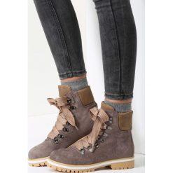 Khaki Traperki Bye Bye Love. Brązowe buty zimowe damskie marki vices, z materiału, ze szpiczastym noskiem, na wysokim obcasie, na obcasie. Za 109,99 zł.