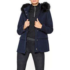 Płaszcze damskie pastelowe: Kobiecy płaszcz z kapturem ze sztucznym futerkiem