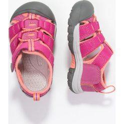 Keen NEWPORT H2 Sandały trekkingowe very berry/fusion coral. Fioletowe sandały chłopięce marki Keen, z gumy. Za 169,00 zł.