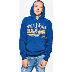 Bluza z nadrukiem kolekcja GAMERS - Granatowy. Niebieskie bluzy męskie rozpinane marki Cropp, l, z nadrukiem. Za 119,99 zł.