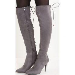 Ciemnoszare Kozaki Radis. Szare buty zimowe damskie Born2be, z weluru, ze szpiczastym noskiem, na wysokim obcasie, na szpilce. Za 99,99 zł.