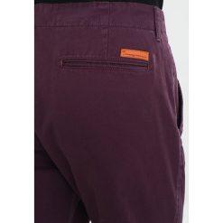 Spodnie męskie: Knowledge Cotton Apparel Chinosy plum perfect