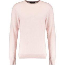 Swetry klasyczne męskie: Scotch & Soda CLASSIC CREWNECK  Sweter old pink melange