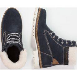 Darkwood Botki sznurowane dark blue. Niebieskie buty zimowe damskie Darkwood, z materiału, na sznurówki. W wyprzedaży za 293,30 zł.