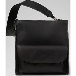 Skórzana torebka w kolorze czarnym - 26 x 27,5 x 14 cm. Torebki klasyczne damskie Marc O'Polo Accessoires, w paski, z materiału. W wyprzedaży za 591,95 zł.