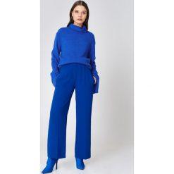 Swetry damskie: NA-KD Dzianinowy sweter z golfem i szerokim rękawem - Blue