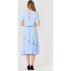 Just Female Sukienka Kirsten - Blue. Niebieskie sukienki hiszpanki JUST FEMALE, z falbankami, z krótkim rękawem, mini. Za 505,95 zł.