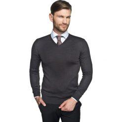 Swetry klasyczne męskie: sweter valero w serek grafit