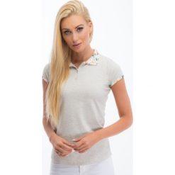 Bluzki damskie: Beżowa bluzka polo 6664