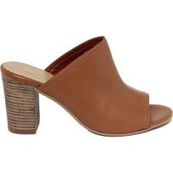 Chodaki damskie: Skórzane klapki w kolorze brązowym