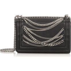 Czarna torebka na ramię. Czarne torebki klasyczne damskie Kazar, w paski, ze skóry, zdobione. Za 799,00 zł.
