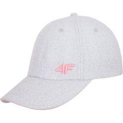 Czapka damska CAD001A - chłodny jasny szary. Szare czapki z daszkiem damskie 4f, na lato, w paski, z materiału. Za 39,99 zł.