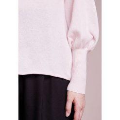 Swetry klasyczne damskie: 81hours Studio STANDUP NECK BALLON Sweter rosy powder