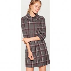 Sukienka w kratę z golfem - Wielobarwn. Szare sukienki z falbanami marki Mohito, z golfem. W wyprzedaży za 139,99 zł.