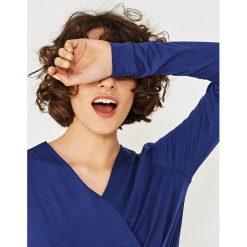 Simple - Bluzka. Niebieskie bluzki z odkrytymi ramionami Simple, z dzianiny, casualowe. W wyprzedaży za 199,90 zł.