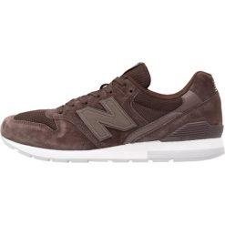 New Balance MRL996 Tenisówki i Trampki brown. Brązowe tenisówki damskie New Balance, z materiału. W wyprzedaży za 229,05 zł.