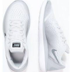 Nike Performance FLEX RUN 2017 Obuwie do biegania startowe pure platinum/black/wolf grey. Czarne buty sportowe chłopięce marki Nike Performance, z materiału, na golfa. W wyprzedaży za 194,25 zł.