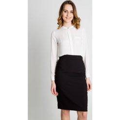 Czarna spódnica do kolan BIALCON. Czarne spódnice wieczorowe BIALCON, ze splotem, z standardowym stanem, midi, koszulowe. Za 149,00 zł.