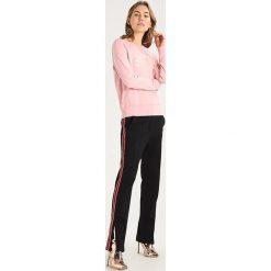 Bluzy rozpinane damskie: Abercrombie & Fitch SUNFADE TECH LOGO CREW  Bluza dark pink