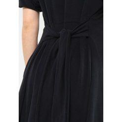 Sukienki hiszpanki: American Vintage TIE WAIST MINI DRESS Sukienka z dżerseju carbone