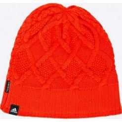 Adidas Performance - Czapka. Czerwone czapki zimowe damskie marki adidas Performance, na zimę, z dzianiny. W wyprzedaży za 59,90 zł.