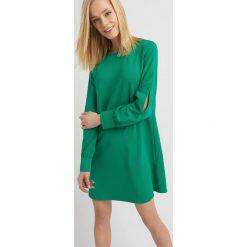Sukienki: Sukienka z rozcięciami na rękawach