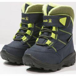 Kamik STANCE Śniegowce navy/lime/marine. Niebieskie buty zimowe damskie marki Kamik, z materiału. W wyprzedaży za 153,30 zł.