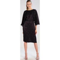 JUST FEMALE ATHEN  Sukienka koktajlowa sirius aop. Czarne sukienki hiszpanki JUST FEMALE, xs, z materiału, wizytowe. W wyprzedaży za 396,75 zł.