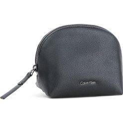 Kosmetyczka CALVIN KLEIN - Night Out Makeup Case K60K604129 001. Czarne kosmetyczki męskie Calvin Klein, ze skóry ekologicznej. W wyprzedaży za 209,00 zł.