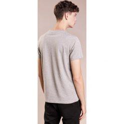 PS by Paul Smith MENS REG FIT Tshirt z nadrukiem grey. Szare koszulki polo PS by Paul Smith, m, z nadrukiem, z bawełny. Za 299,00 zł.