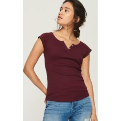 T-shirt z zapięciem - Bordowy. Czerwone t-shirty damskie marki Sinsay, l, z nadrukiem. Za 14,99 zł.