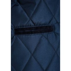 Mothercare QUILTED BABY Kurtka przejściowa navy. Niebieskie kurtki chłopięce przeciwdeszczowe mothercare, z materiału. Za 199,00 zł.