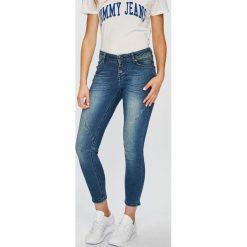 Mustang - Jeansy. Niebieskie rurki damskie marki Mustang, z aplikacjami, z bawełny. W wyprzedaży za 239,90 zł.