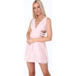 Sukienka z gumkami po bokach jasnoróżowa ZZ304. Czerwone sukienki marki Fasardi, l. Za 99,00 zł.