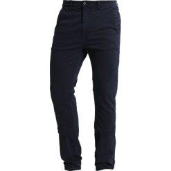 Nudie Jeans SLIM ADAM Chinosy dark midnight. Czarne chinosy męskie marki Criminal Damage. Za 579,00 zł.