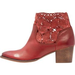 Botki damskie lity: Kentucky's Western Ankle boot tintado rosso