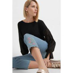Spodnie z wysokim stanem: Jeansy z kwiatowym haftem