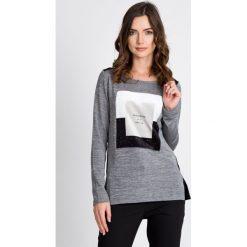 Bluzki damskie: Szara bluzka z welurową naszywką QUIOSQUE