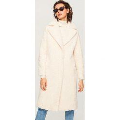 Futrzany płaszcz - Kremowy. Białe płaszcze damskie marki Uno Piu Uno, z bawełny. Za 249,99 zł.