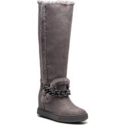 Kozaki GUESS - FLFSH4 ESU11 DGREY. Szare buty zimowe damskie Guess, z materiału, przed kolano, na wysokim obcasie, na obcasie. Za 739,00 zł.