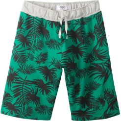 Bermudy dresowe bonprix zielony paprykowy z nadrukiem. Zielone dresy chłopięce bonprix, z dresówki. Za 32,99 zł.