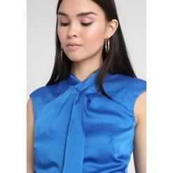 Bluzki asymetryczne: Karen Millen STRONG SHOULDER DRAPE  Bluzka blue