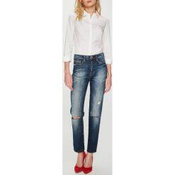 Guess Jeans - Jeansy. Niebieskie boyfriendy damskie Guess Jeans, z bawełny, z podwyższonym stanem. Za 599,90 zł.