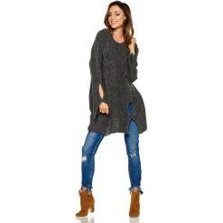 Dłuższy Grafitowy Sweter z Owalnymi Wycięciami. Szare swetry oversize damskie marki Molly.pl, uniwersalny, z jeansu. Za 109,90 zł.