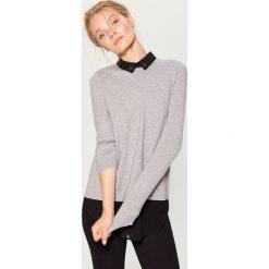 Sweter z koszulowym kołnierzem - Jasny szar. Szare swetry klasyczne damskie marki Mohito, l, z koszulowym kołnierzykiem. Za 99,99 zł.