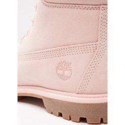Timberland 6IN PREMIUM WP Botki sznurowane cameo rose. Czerwone buty zimowe damskie marki Timberland, z materiału, na sznurówki. W wyprzedaży za 531,30 zł.