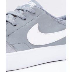 Nike SB SOLARSOFT PORTMORE II Tenisówki i Trampki cool grey/white/black. Szare tenisówki męskie Nike SB, z materiału. W wyprzedaży za 209,30 zł.